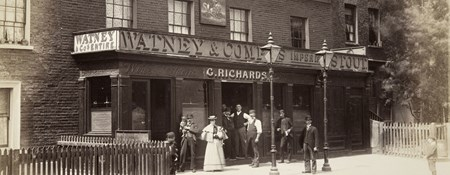 People posed for the camera outside the George and Dragon public house in Vauxhall Street, Lambeth. Photograph taken in the 1880s or 1890s.